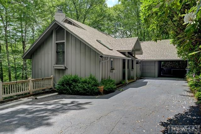 661 Falls Drive West, Highlands, NC 28741 (MLS #88470) :: Lake Toxaway Realty Co