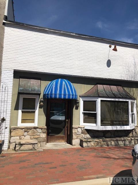 441 Oak Street, Highlands, NC 28741 (MLS #90403) :: Berkshire Hathaway HomeServices Meadows Mountain Realty