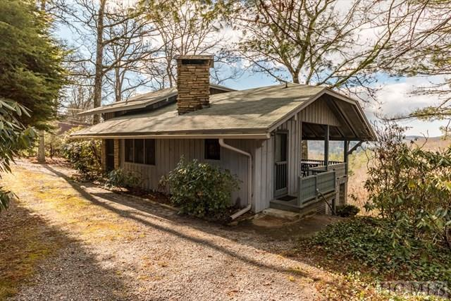 300 Lucerne Drive, Highlands, NC 28741 (MLS #87249) :: Lake Toxaway Realty Co