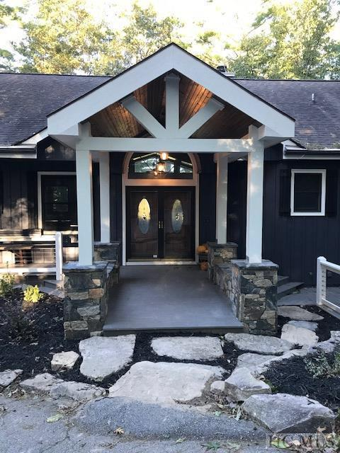Sapphire, NC 28774 :: Berkshire Hathaway HomeServices Meadows Mountain Realty