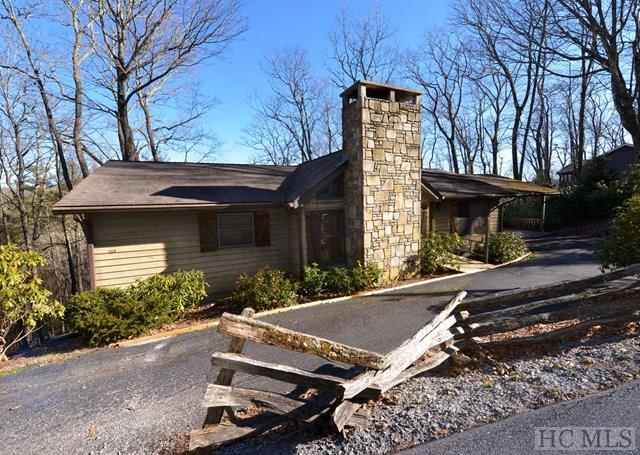 100 Apple Mountain Circle, Highlands, NC 28741 (MLS #87418) :: Berkshire Hathaway HomeServices Meadows Mountain Realty
