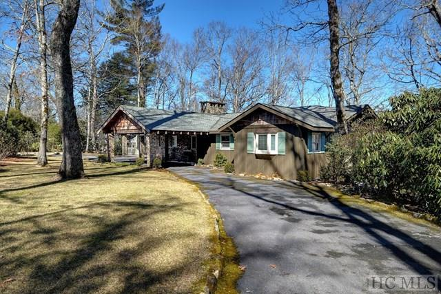 524 Center Drive, Highlands, NC 28741 (MLS #84941) :: Berkshire Hathaway HomeServices Meadows Mountain Realty