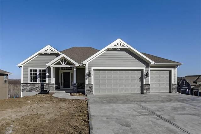 2757 W Sitka Drive, Olathe, KS 66061 (#2227820) :: House of Couse Group