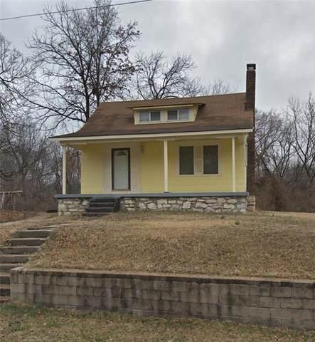 4432 E 54th Terrace, Kansas City, MO 64130 (#2232412) :: House of Couse Group