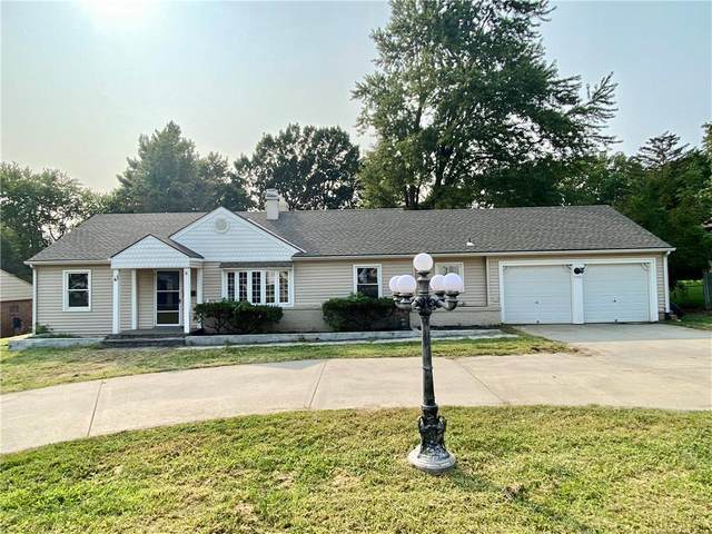 2726 S Crysler Avenue, Independence, MO 64052 (#2243335) :: The Shannon Lyon Group - ReeceNichols