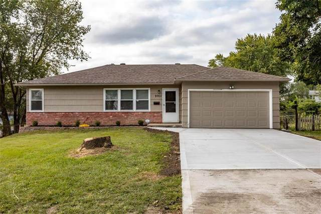 9911 E 77th Street, Raytown, MO 64138 (#2244151) :: House of Couse Group
