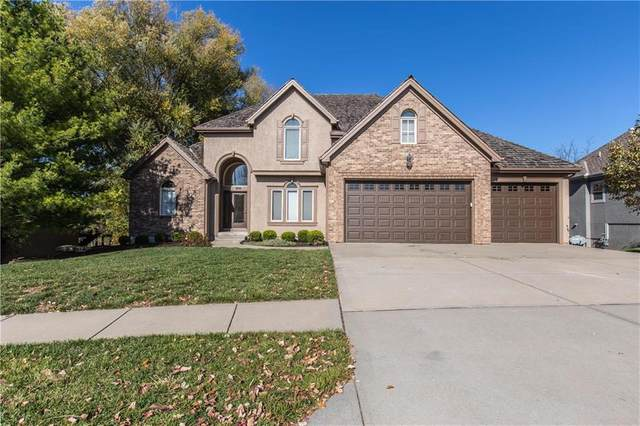 8004 Clearwater Drive, Parkville, MO 64152 (#2251506) :: Audra Heller and Associates