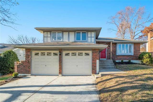 1702 E 60th Street, Kansas City, MO 64130 (#2252825) :: The Shannon Lyon Group - ReeceNichols