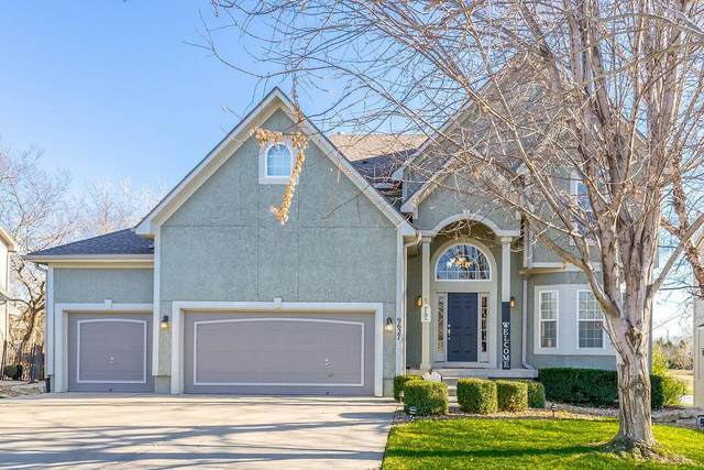 9627 Falcon Valley Drive, Lenexa, KS 66220 (#2254107) :: Eric Craig Real Estate Team