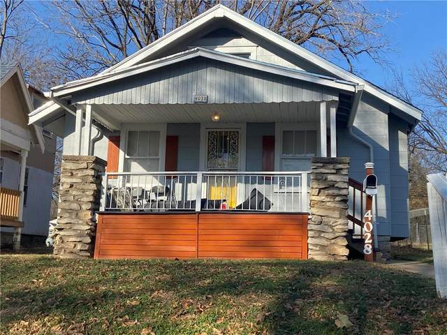 4028 E 68th Terrace, Kansas City, MO 64132 (#2254228) :: House of Couse Group