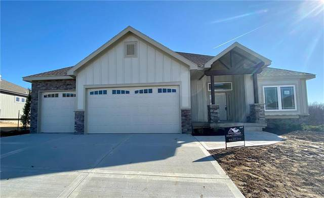 14665 N Thousand Oaks Place, Parkville, MO 64152 (#2254437) :: House of Couse Group