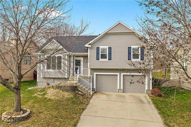 5618 Lakecrest Drive, Shawnee, KS 66218 (#2254690) :: House of Couse Group