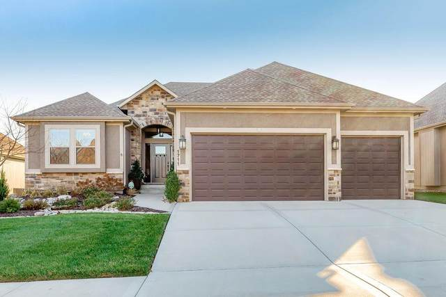 1711 NE Chapel Woods Drive, Lee's Summit, MO 64064 (#2255299) :: Austin Home Team
