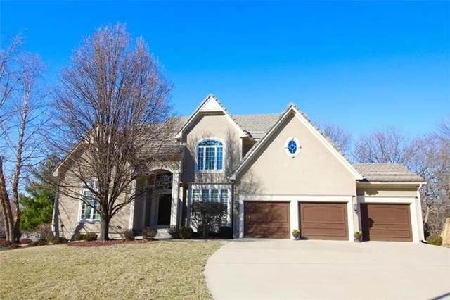8032 Clearwater Drive, Parkville, MO 64152 (#2255312) :: Team Real Estate