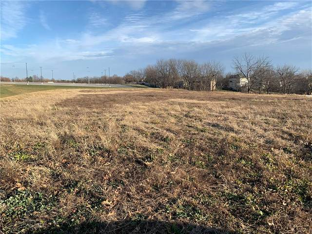 815 Metcalf Road, Louisburg, KS 66053 (MLS #2255359) :: Stone & Story Real Estate Group