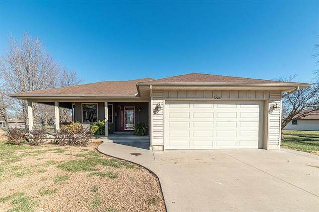 200 N Cedar Street, Garnett, KS 66032 (#2255468) :: Audra Heller and Associates