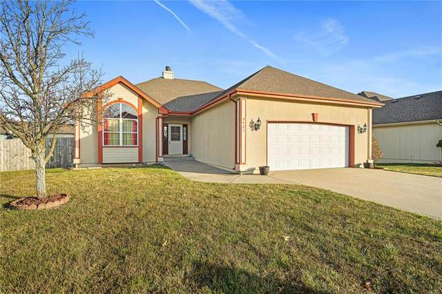 5421 NE Holiday Drive, Lee's Summit, MO 64064 (#2255942) :: Audra Heller and Associates