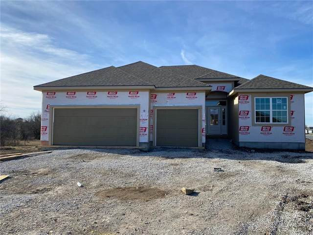 18918 Longview Road, Spring Hill, KS 66083 (#2256131) :: House of Couse Group