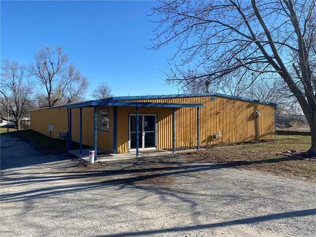 601 S Hughes Street, Hamilton, MO 64644 (#2256690) :: Eric Craig Real Estate Team