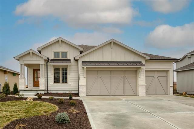 16376 S Stagecoach Street, Olathe, KS 66062 (#2257386) :: The Gunselman Team