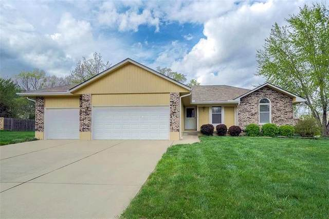 1215 Maple Lane, Pleasant Hill, MO 64080 (#2257563) :: The Kedish Group at Keller Williams Realty