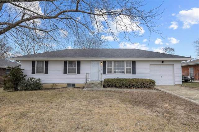 1211 Crest Drive, Pleasant Hill, MO 64080 (#2258657) :: Edie Waters Network