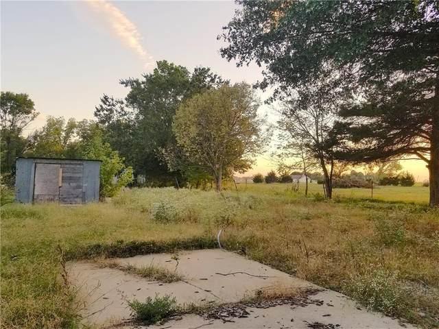820 W 8th Avenue, Garnett, KS 66032 (#2258891) :: Audra Heller and Associates
