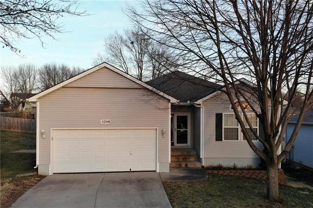5208 NW Primrose Court, Blue Springs, MO 64015 (#2258992) :: Edie Waters Network