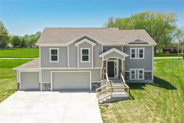 1411 NE 183rd Street, Smithville, MO 64089 (#2259076) :: House of Couse Group