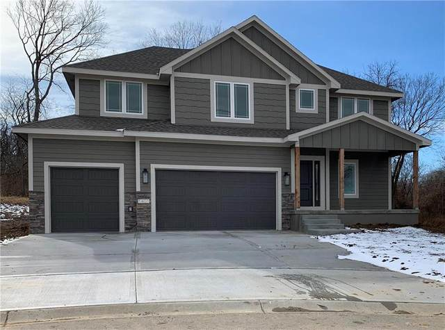 1401 NW Hickory Ridge Court, Grain Valley, MO 64029 (#2235296) :: Edie Waters Network