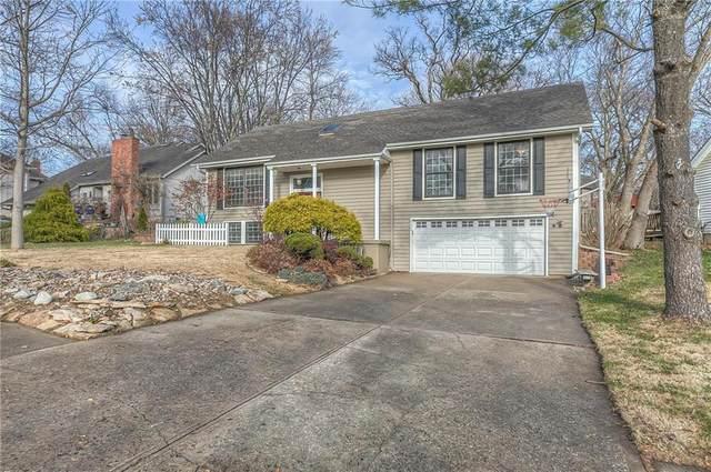 6623 Cottonwood Drive, Shawnee, KS 66216 (#2254827) :: House of Couse Group