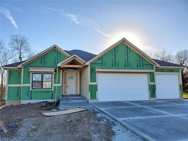401 NE Greenview Drive, Blue Springs, MO 64029 (#2255194) :: House of Couse Group
