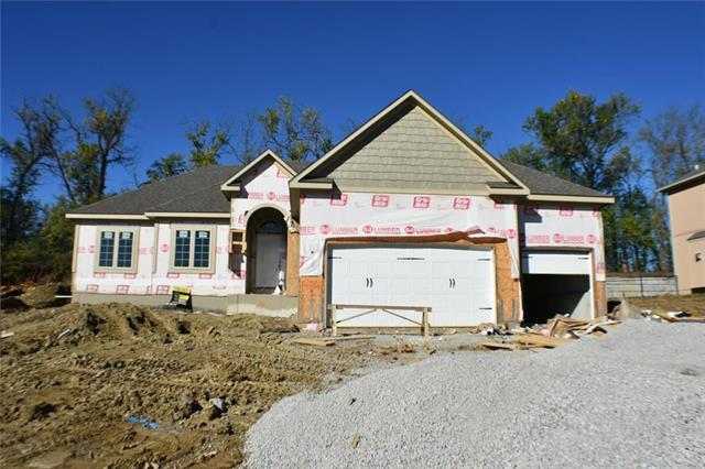 1404 Burr Oak Court, Grain Valley, MO 64029 (#2126060) :: Char MacCallum Real Estate Group