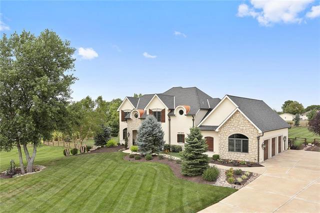 3370 W 196th Street, Stilwell, KS 66085 (#2121917) :: Char MacCallum Real Estate Group