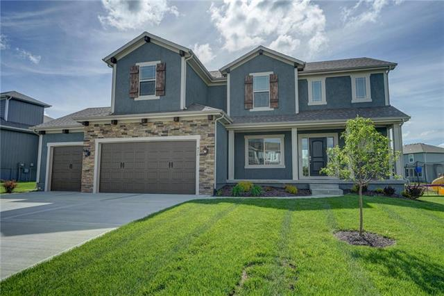 421 SE Ripple Drive, Lee's Summit, MO 64063 (#2072279) :: House of Couse Group