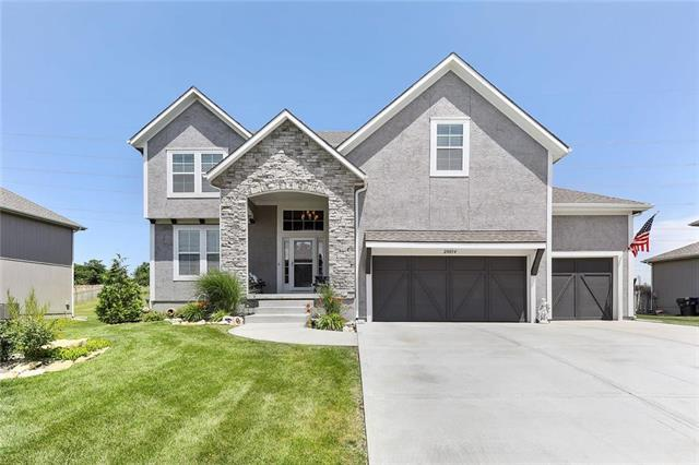 20034 W 107th Terrace, Olathe, KS 66061 (#2173608) :: The Shannon Lyon Group - ReeceNichols