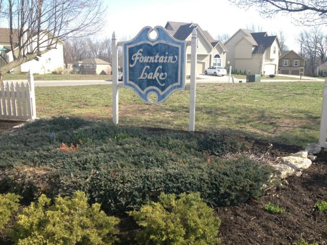 12633 Fountain Lake Circle, Grandview, MO 64030 (#1944629) :: The Shannon Lyon Group - ReeceNichols