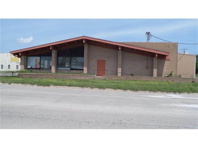 405 N Main Street, Ottawa, KS 66067 (#2045332) :: Carrington Real Estate Services