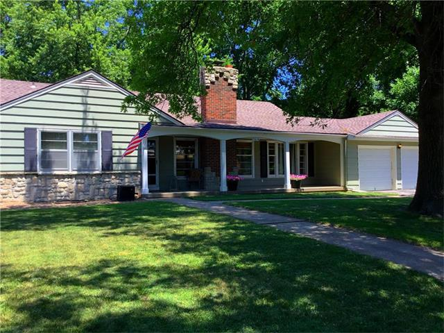 5610 W 62nd Street, Mission, KS 66202 (#2051114) :: The Shannon Lyon Group - Keller Williams Realty Partners