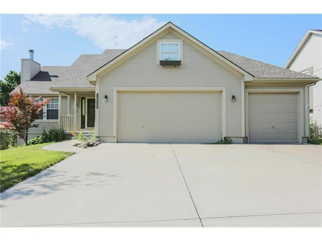 18113 E 26th Terrace Court, Independence, MO 64057 (#2051788) :: Edie Waters Team