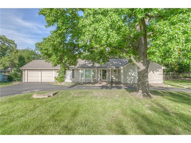9019 Mission Road, Leawood, KS 66206 (#2053053) :: The Shannon Lyon Group - Keller Williams Realty Partners