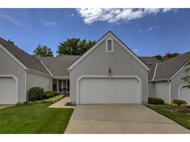 12124 Grant Street, Overland Park, KS 66213 (#2053452) :: The Shannon Lyon Group - Keller Williams Realty Partners