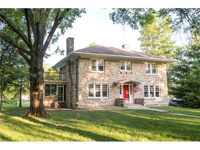 811 S Chestnut Street, Olathe, KS 66061 (#2053573) :: The Shannon Lyon Group - Keller Williams Realty Partners