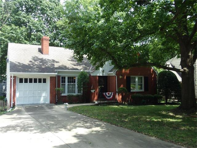 5321 Norwood Street, Fairway, KS 66205 (#2054912) :: Kedish Realty Group at Keller Williams Realty