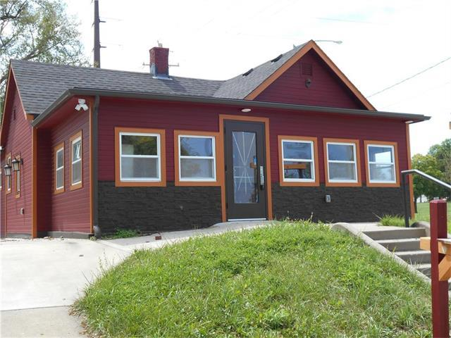 1121 N 8th Street, Leavenworth, KS 66048 (#2055048) :: Carrington Real Estate Services