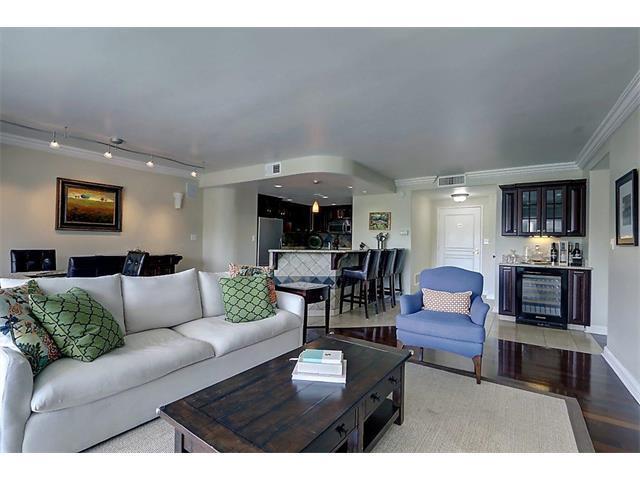 4740 Roanoke Parkway #302, Kansas City, MO 64112 (#2056476) :: Carrington Real Estate Services