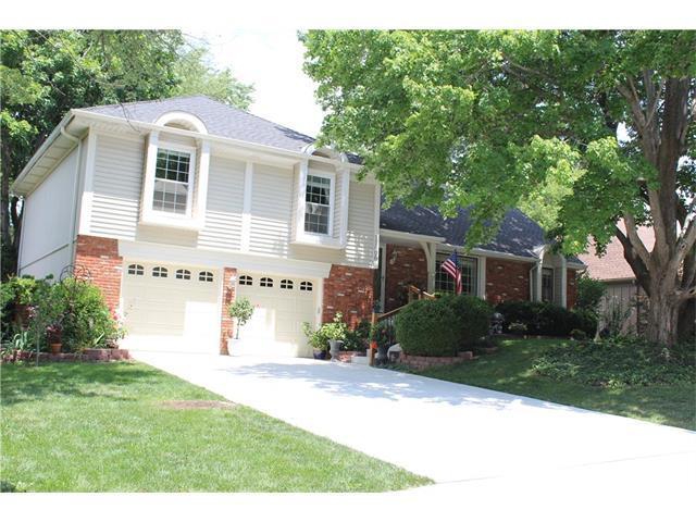 12408 W 101st Street, Lenexa, KS 66215 (#2059021) :: NestWork Homes
