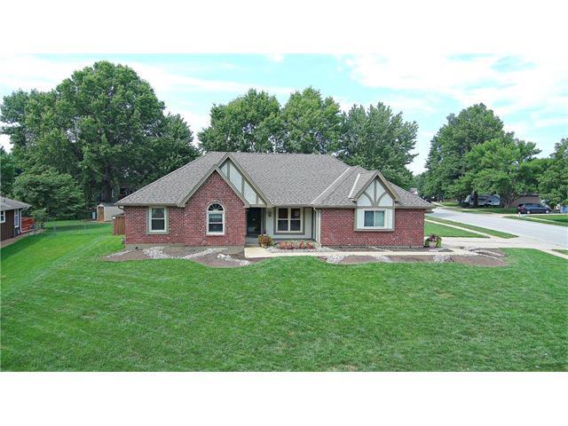 1506 NE Oak Tree Drive, Lee's Summit, MO 64086 (#2059274) :: NestWork Homes