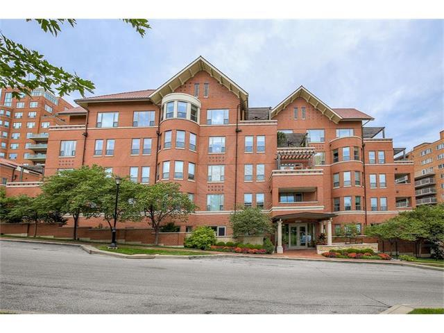4900 Central Street #402, Kansas City, MO 64112 (#2061132) :: Char MacCallum Real Estate Group