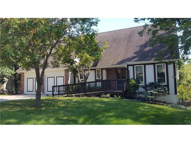 2512 SE Still Meadows Lane, Blue Springs, MO 64015 (#2061692) :: Select Homes - Team Real Estate